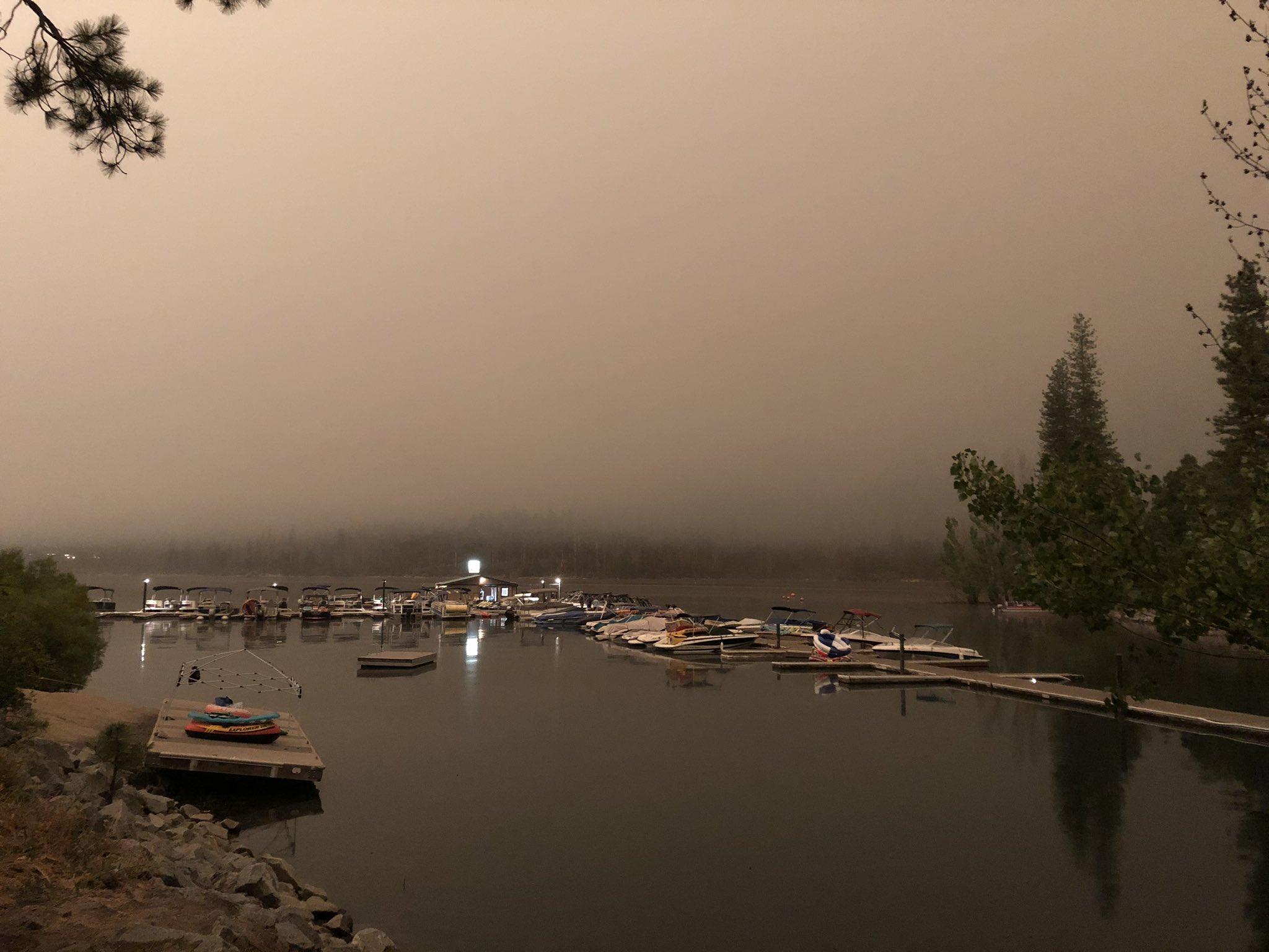 Крупный лесной пожар в Калифорнии (США)