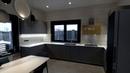 Кухня-гостиная в дом. Кухня с электроприводами SERVO-DRIVE Blum. Столешница из камня. Кухни Киев.