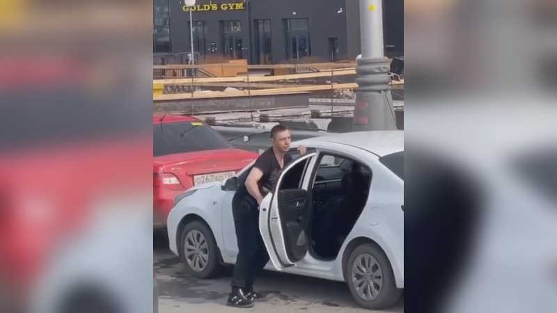 Танцующего виновника ДТП взяли в наручники и в дурку