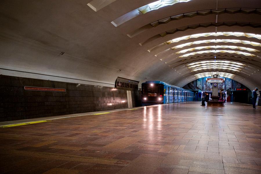 фото Коронавирус убивает рынок наружной рекламы: баннеры исчезли с улиц и метро Новосибирска 6