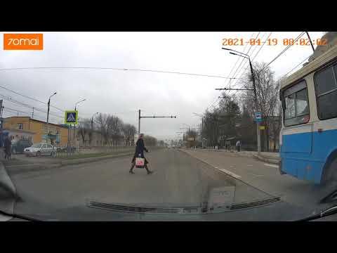 В Брянске на Станке Димитрова лихач на Nissan едва не убил пешехода