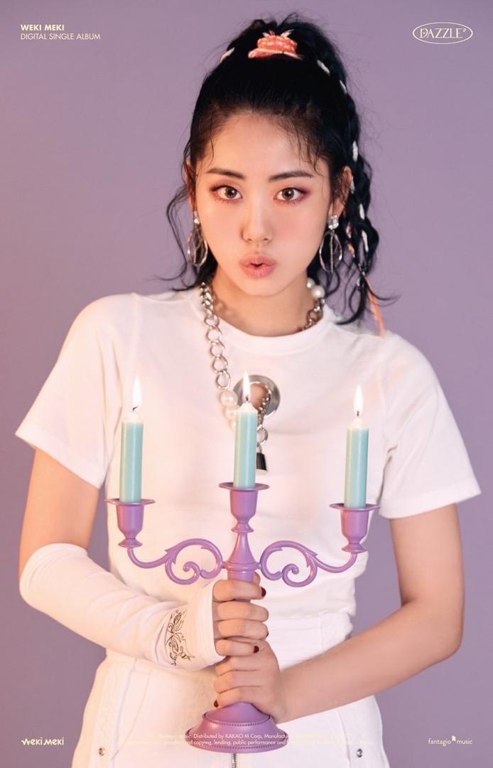 Weki Meki представили фото-тизеры к сингл-альбому «DAZZLE DAZZLE».