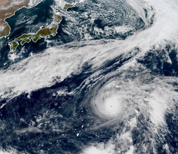 """Супертайфун """"Халонг"""" в Тихом океане"""