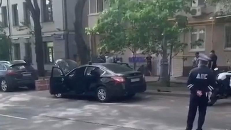 В 1 м Добрынинском переулке нашли машину с арсеналом оружия