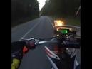 Гонки без правил на большой скорости и опасное вождение на мотоцикле, местами на одном колесе.